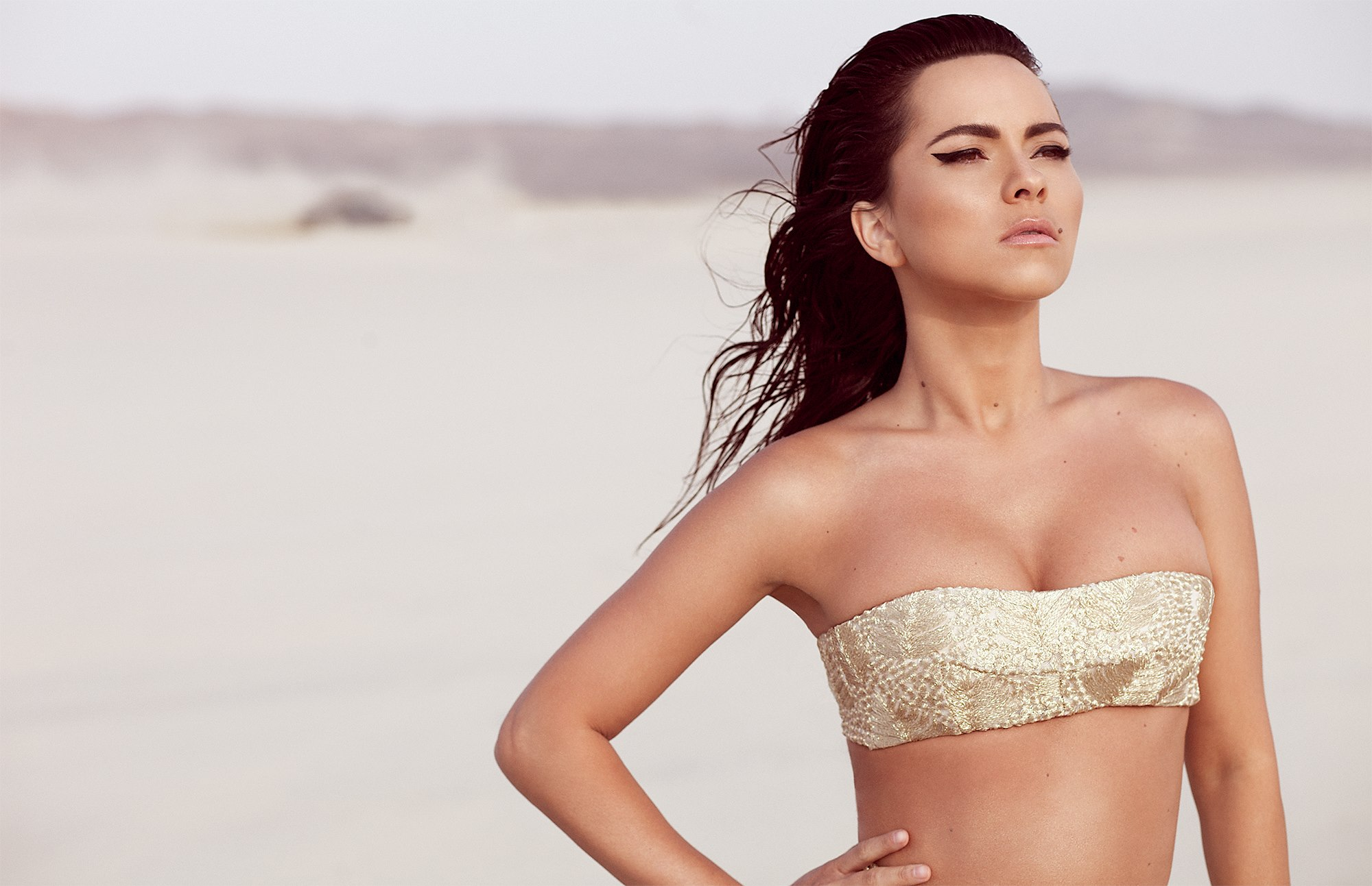 INNA feat. J Balvin - Cola Song (VideoClip Oficial)
