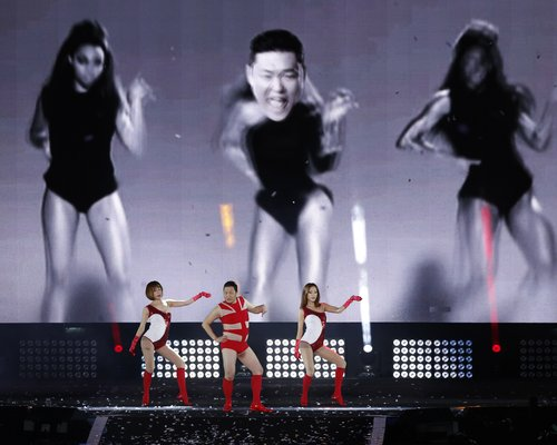 PSY danseaza pe Single Ladies