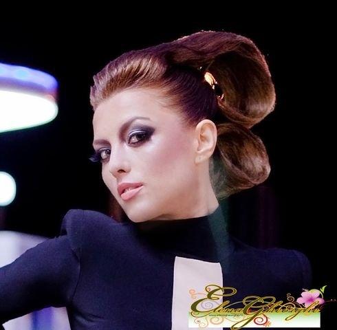 Elena Gheorghe a fost invitata in studioul Kiss Fm unde a lansat in ...