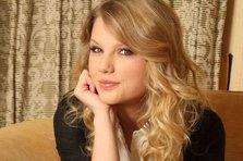 La multi ani, Taylor Swift si Amy Lee!