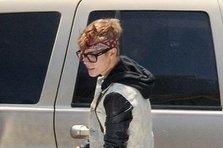 Justin Bieber il imita pe 2Pac (poze)