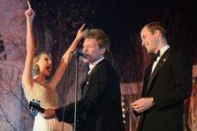 Bon Jovi, Taylor Swift si Printul William canta Livin' on a Prayer