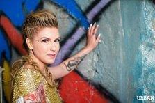 Corina, sexy, rea si tatuata la filmarile pentru Pernele Moi (poze)