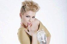 Ioana Anuta isi lanseaza primul single solo - Inapoi