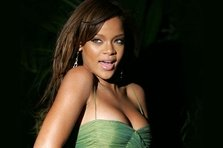 Rihanna la Paris (poze + video)