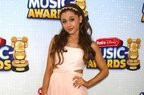 Ariana Grande - Yours Truly (coperta album)