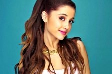 Ariana Grande  primeste Rising Star Award
