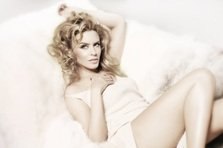 Kylie Minogue, lady in red pentru Kiss Me Once