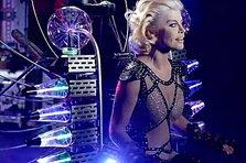 Loredana - femeia cyborg in videoclipul Risipitor