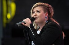 Kelly Clarkson - Piece by Piece (videoclip nou)
