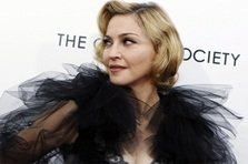 Madonna canta la Brit Awards