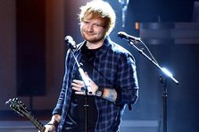 Ed Sheeran, John Legend, Meghan Trainor canta la Billboard Music Awards