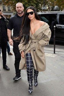 Clipe de groaza pentru Kim Kardashian, amenintata cu arma in Paris