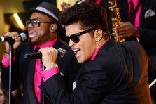 Bruno Mars canta la Super Bowl cu Beyonce si Coldplay