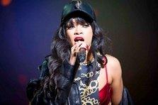 Rihanna canta la BRIT Awards