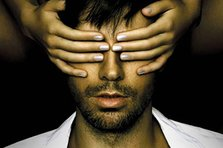 CONCURS: Castiga o invitatie dubla la concertul Enrique Iglesias!