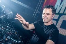 Markus Schulz - Love Me Like You Never Did feat Ethan Thompson (piesa noua)