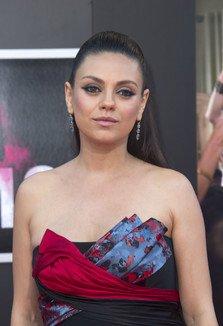 Insarcinata cu al doilea bebelus, Mila Kunis a stralucit la premiera Bad Moms
