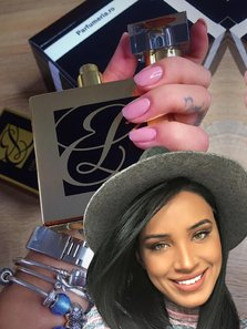 (P) Adelina Pestritu si secretul colectiei ei de parfumuri