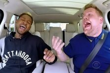 Usher si James Corden imping masini la Carpool Karaoke (video)