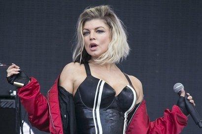 Vezi patru noi videoclipuri de la Fergie!
