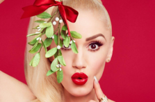 Gwen Stefani feat Blake Shelton - You Make It Feel Like Christmas (piesa noua)