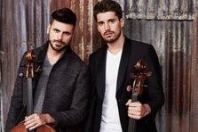 Duo-ul 2CELLOS revine la Bucuresti