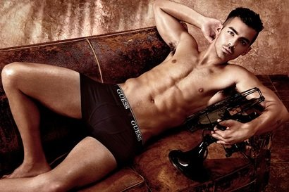 Joe Jonas, hot & sexy pentru Guess