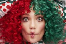 Sia - Santa's Coming For Us (piesa noua)