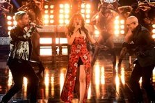 Pitbull, J Balvin, Camila Cabello- Hey Ma (live@ MTV Movie & TV Awards)