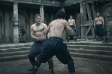 King Arthur: Legenda Sabiei ia cu asalt cinematografele din Romania