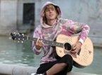 Justin Bieber ii canta iubitei sale, Hailey Baldwin, in fata Palatului Buckingham