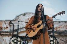 Valeria Stoica, artista din Republica Moldova care a cantat pe scena Electric Castle, lanseaza clipul de making of de la festival