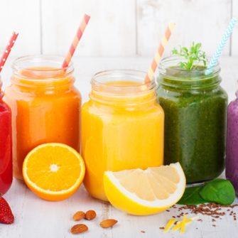 Retete de smoothie-uri sanatoase pentru zile calduroase