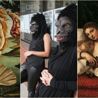 Guerrilla Girls au un nou performance in Marea Britanie despre nudurile feminine si artistele prezente in muzee. E femeia subiect sau obiect in arta, e intrebarea grupului activist de artiste